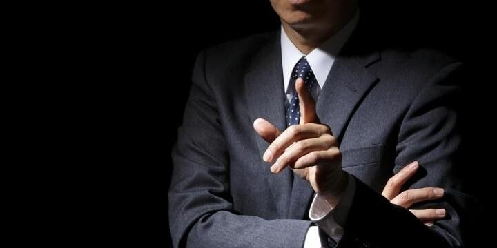 退職しようとしたら、社長が「社内不倫をバラす」と脅し! 法的な問題は?
