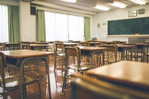 中学校内で同僚のスカート内を盗撮、立件されないのはなぜ?