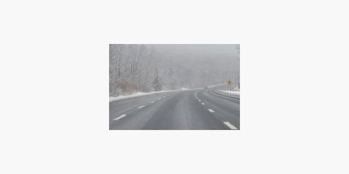 雪道をノーマルタイヤで走る「非常識」 これって「道交法違反」じゃないの?