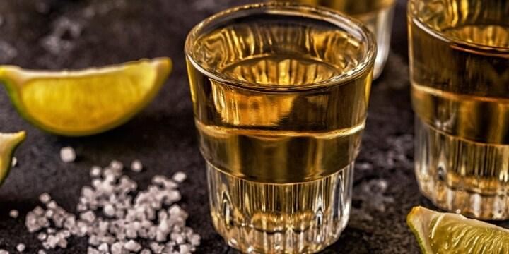 「おらおら飲めよ」一気飲み、ホスト死亡で労災認定 大量のテキーラは「業務の一環」
